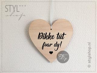 Friese houten hartjes