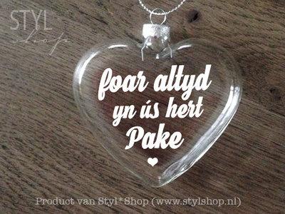 Glazen kerst hanger - kerstbal hart met Fryske tekst 'Foar altyd yn ús hert pake'