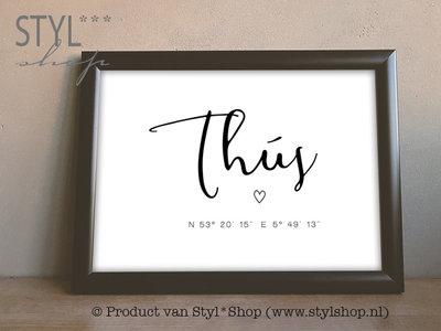Poster A4 - Thús met coördinaten - Frysk / Fries - zwart / wit