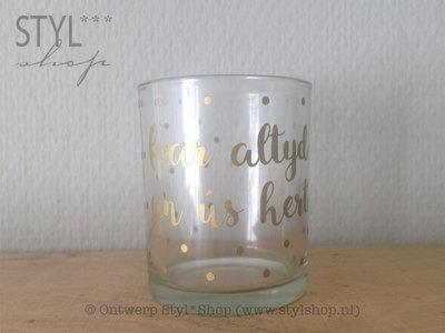 Waxinelichthouder met Fryske tekst 'foar altyd yn ús hert'